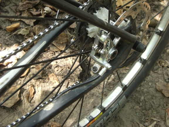 View of the rear brake post mount on the chainstay, with shimano xtr calipers and 160 mm rotors