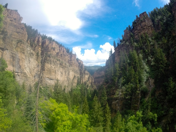 Just before reaching the lake, you get a breathtaking vantage of the canyon