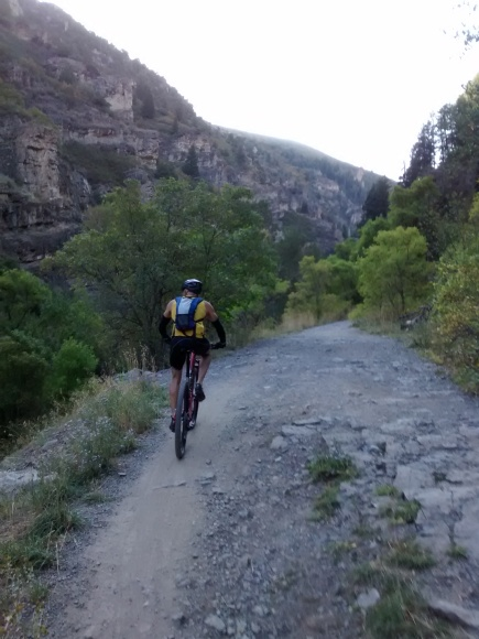 The route up Wheeler canyon is a bit rocky, but plenty wide, which allows for easy passing.